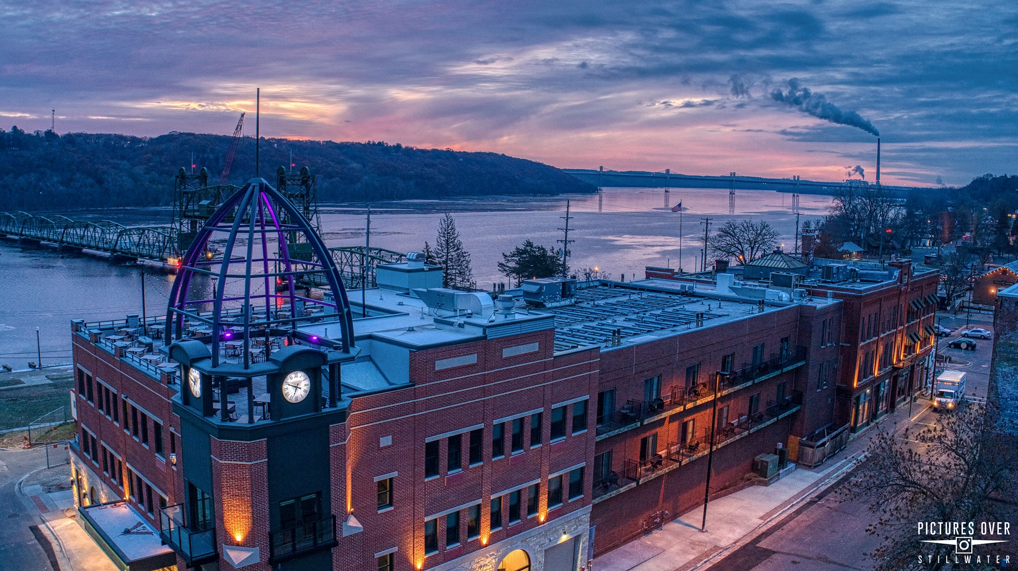 Our Stillwater MN Hotel offers dazzling river views.